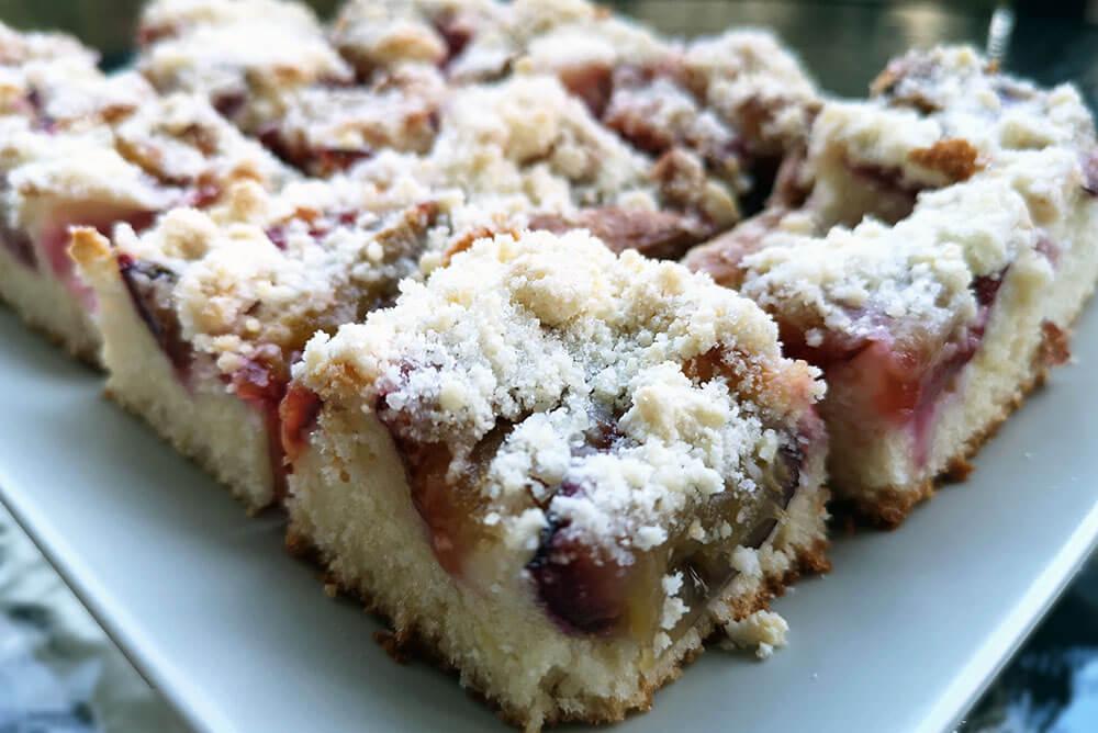 Prăjitură cu prune, simplă și rapidă