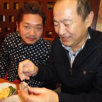 つぶ貝好きな樋口さん&周さん