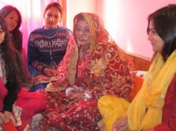 Трипура Ачарья в день своей свадьбы в окружении подруг