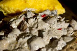 Fileuri de peşte alb cu ciuperci şi smântână
