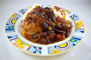 Pui cu ciuperci şi sos de roşii