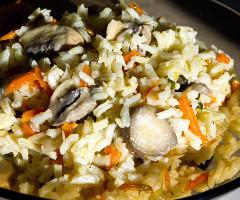 Pilaf de ciuperci cu morcovi şi praz