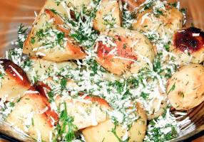Cartofi noi la cuptor, cu mărar şi telemea
