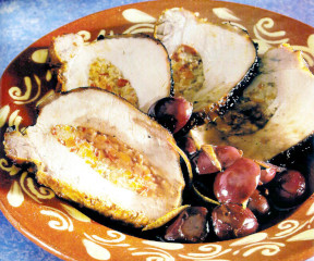 Pulpă de porc umplută la tavă cu sos de struguri