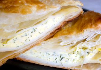 Pateuri cu brânză şi verdeaţă