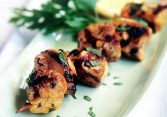 Frigărui de pui cu lămâie şi şofran (Joojeh kabab)