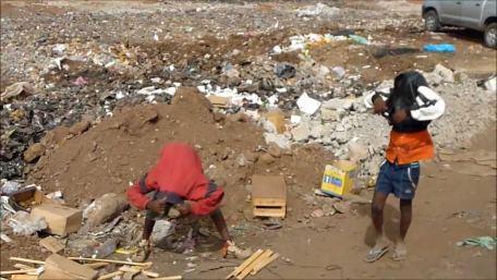 Pobreza na Praia: Residentes preocupados com aumento de pessoas que vivem de alimentos extraídos de contentores de lixo