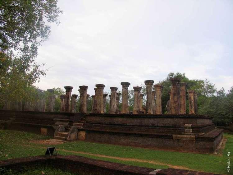 Руины дворца Ниссан Камаллы, Полоннарува, Шри-Ланка