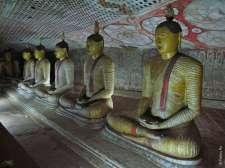 Дамбулла богата на статуи Будды