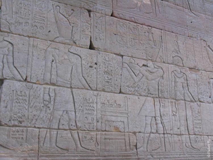 нью-йорк камни с египетскими рисунками