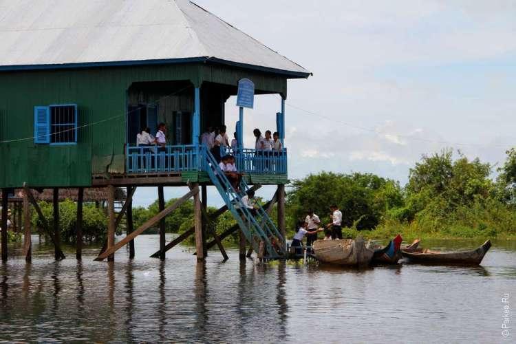 Плавучая деревня в Камбодже