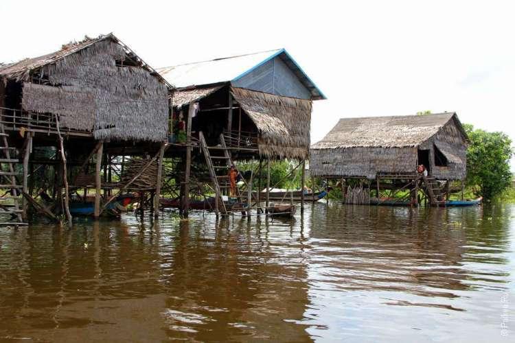Камбоджа деревня на озере Тонлесап