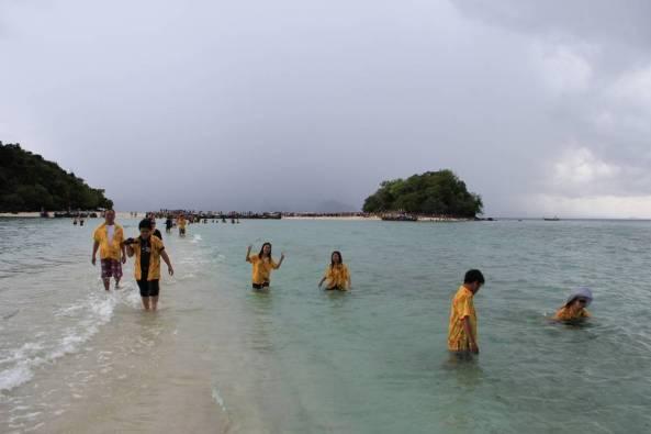Песчаная коса между островами краби