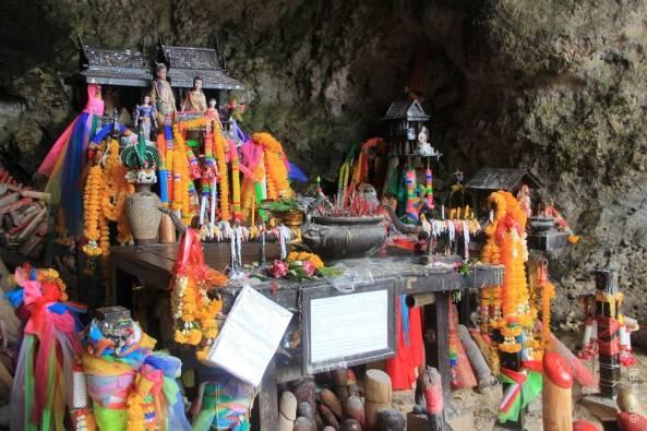 В священной пещере экскурсия 4 острова краби