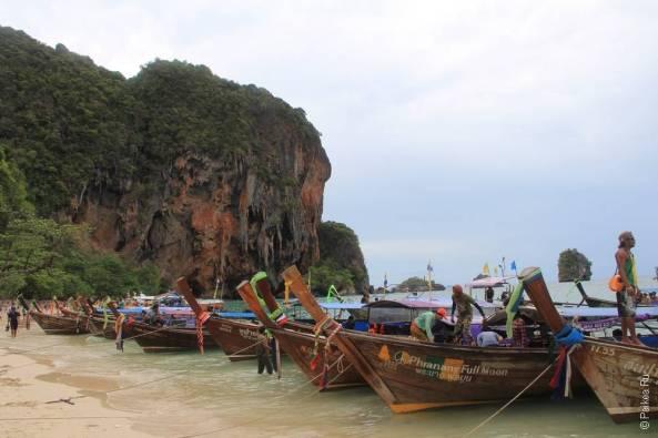 лодки стоят вдоль берега экскурсия 4 острова краби