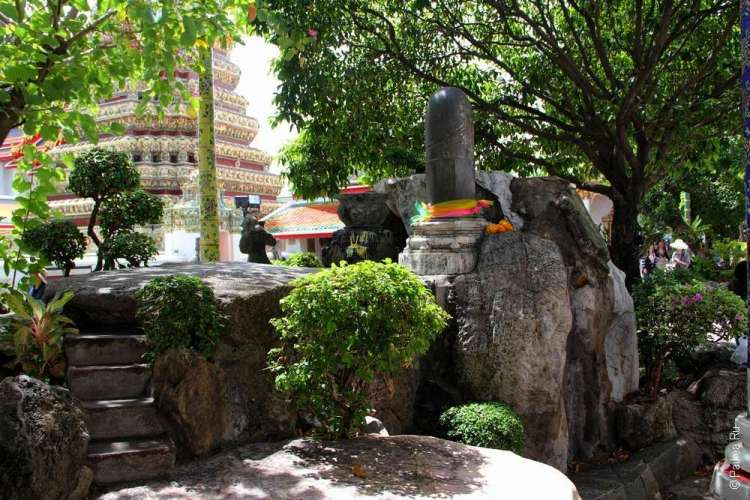 Ват Пхо фаллос (линга)