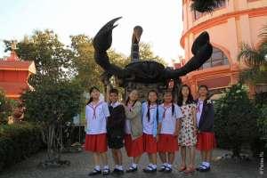 Тайские школьники в Мае Сай