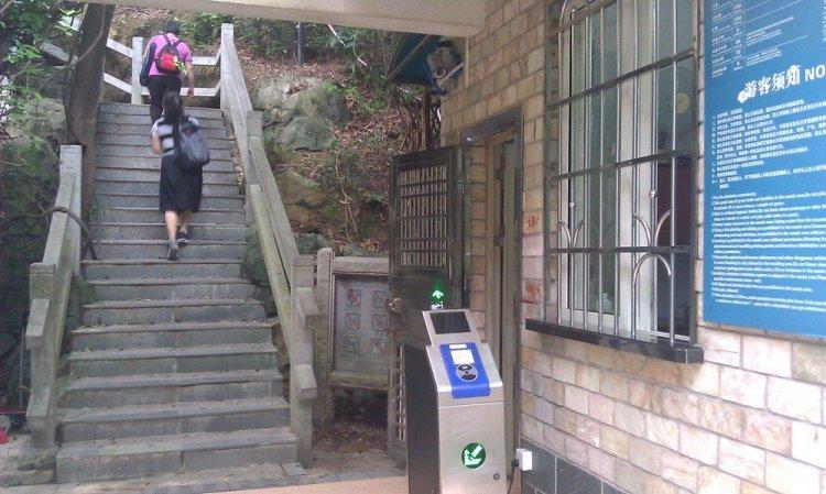 турникет на входе в парк