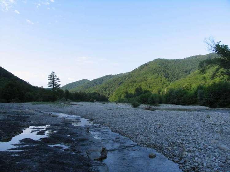 отдых в небуге река