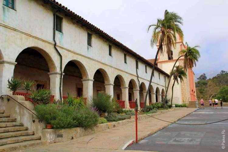 Миссия в Санта-Барбаре, штат Калифорния, США