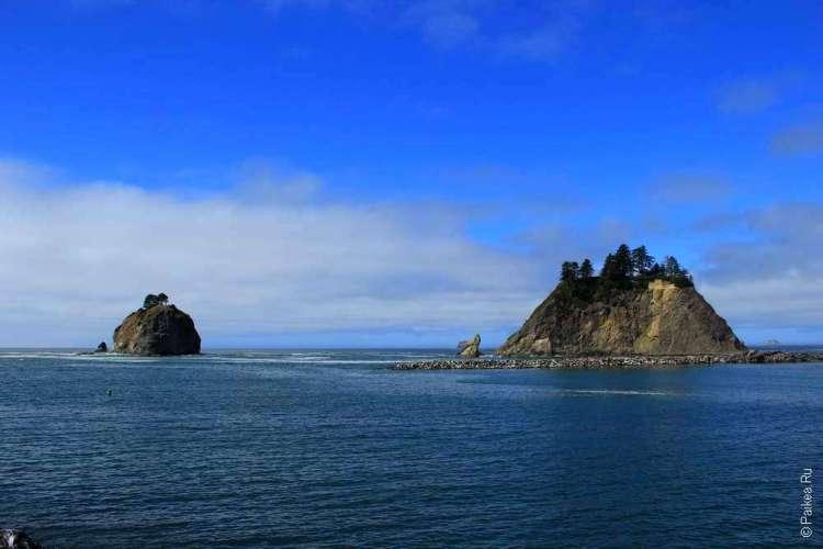Скалы в океане у берега штата Вашингтон