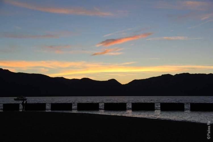 красивый закат на озере тахо