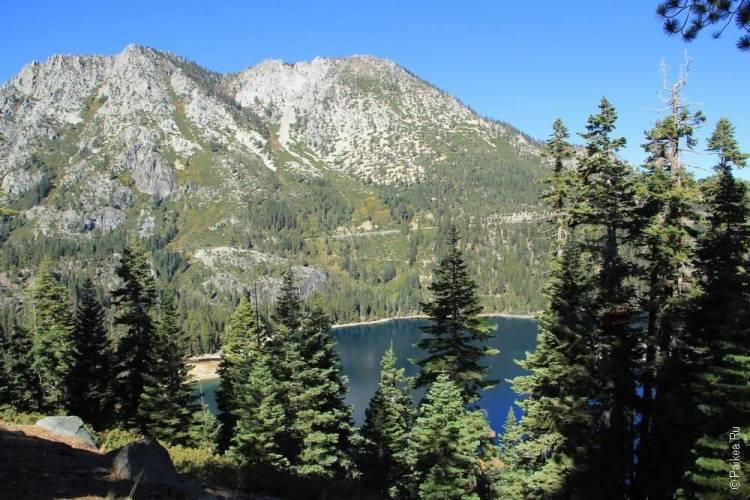 горы на берегу озера тахо