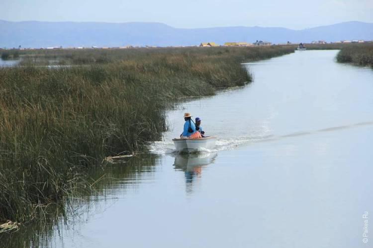 лодка на озере титикака
