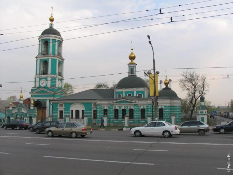 Храм Троицы Живоначальной в Москве