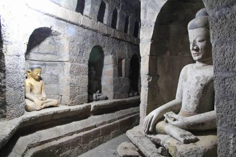 Мраук-У Статуя Будды в Шиттаунг пагоде