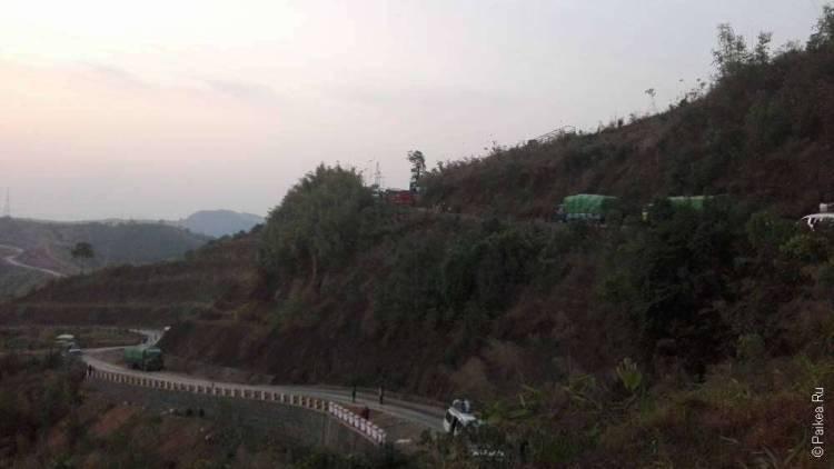 дорога в горах мьянмы