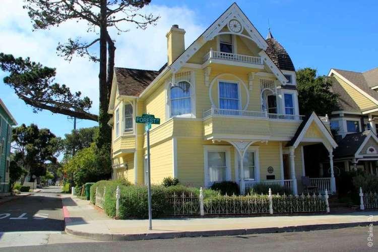 Желтый деревянный дом