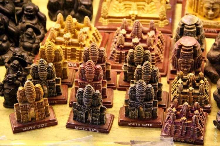 За деньги в Камбодже можно купить сувенир
