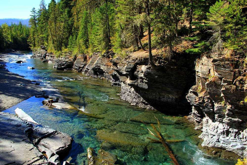 Каменные берега ручья