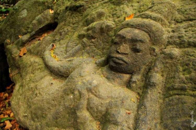 Женское божество на дне реки Кбаль Спеан