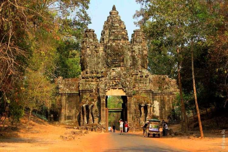 Ворота победы в Камбодже