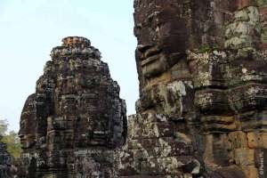 Лики на храме Байон