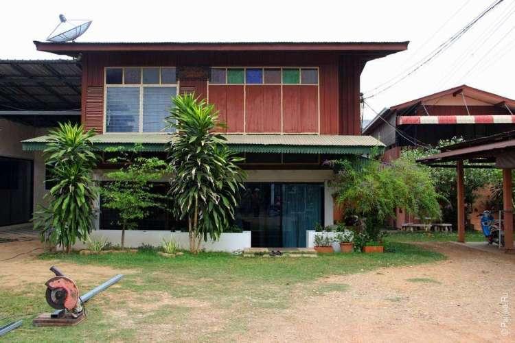 Тиковый дом в городе Нан