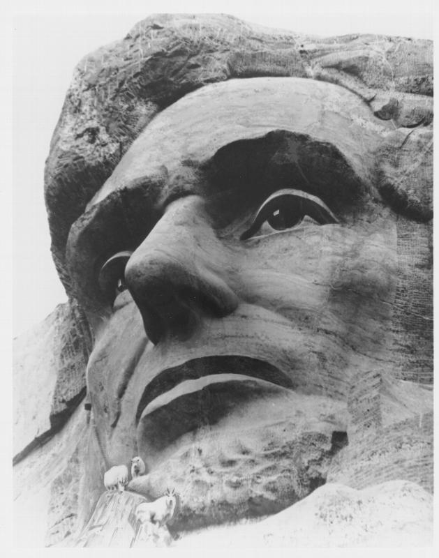 каменное лицо Авраама Линкольна