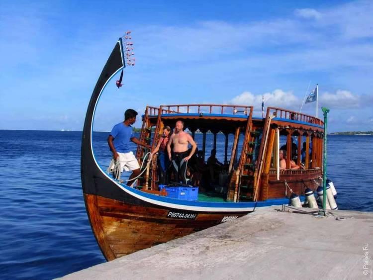 Лодка для дайвинга на Мальдивах