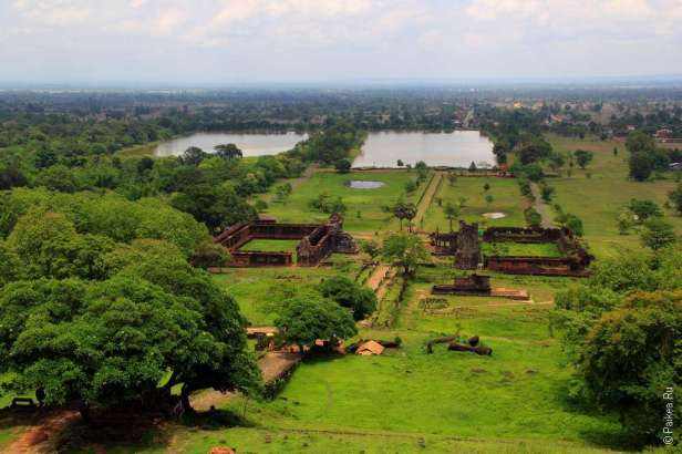 Вид с горы на храм Ват Пху Лаос Vat Phou Laos