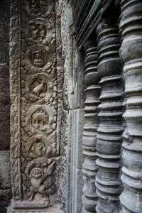 Динозавр в кхмерском храме