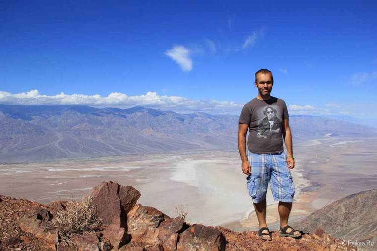 Долина Смерти - вид на солончак Бэдуотер