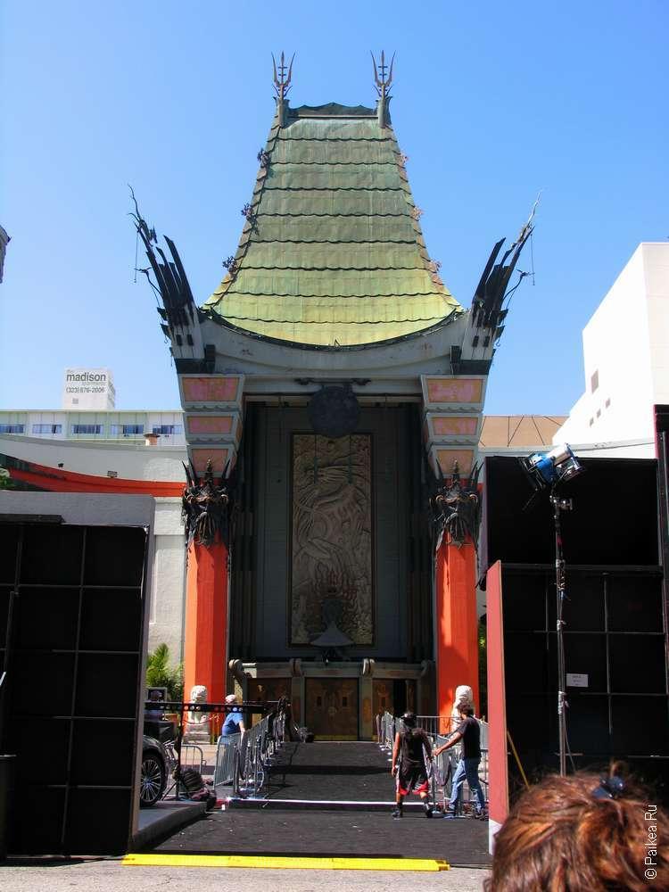 Китайский театр на Голливудском бульваре в Лос-Анджелесе