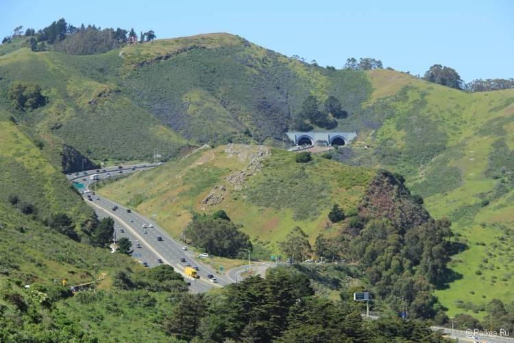 Туннель Робина Уильямса за мостом Золотые Ворота в Сан-Франциско