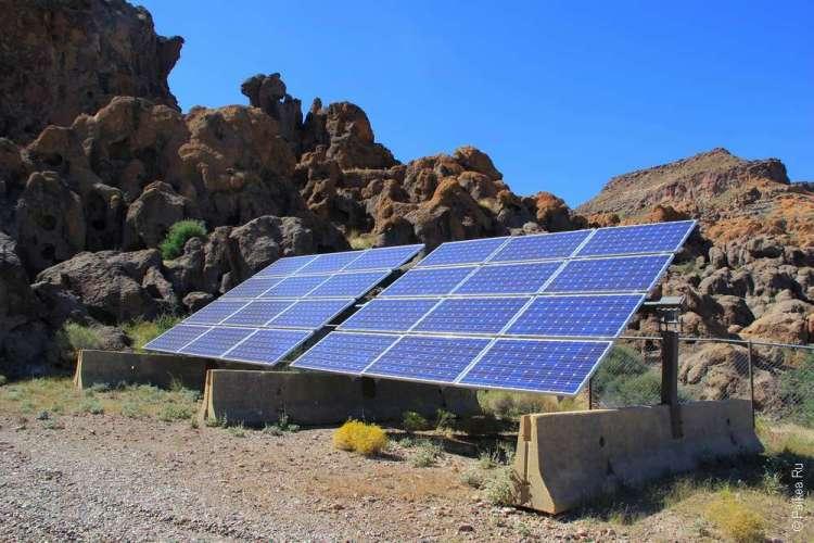 Солнечные батареи в пустыне Мохаве США