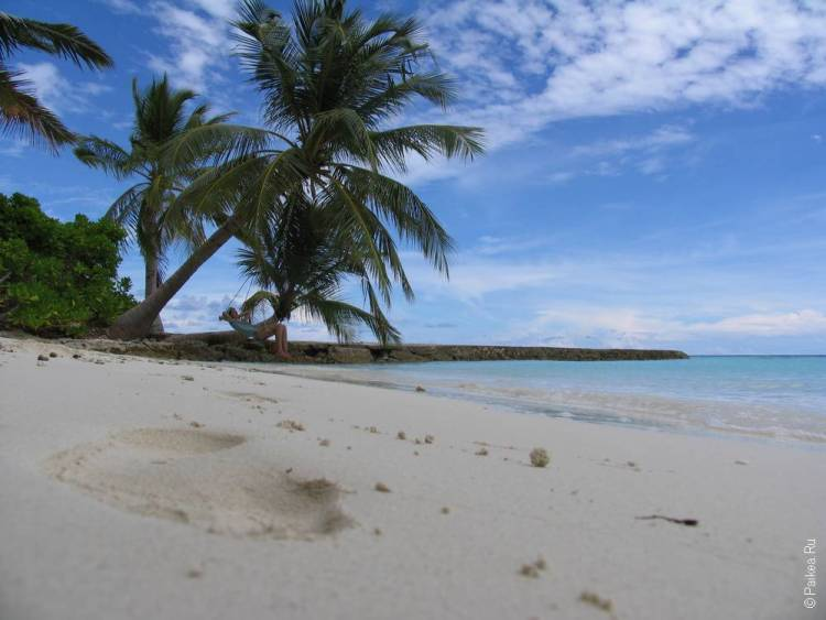 пляж на мальдивах где можно загорать в купальнике