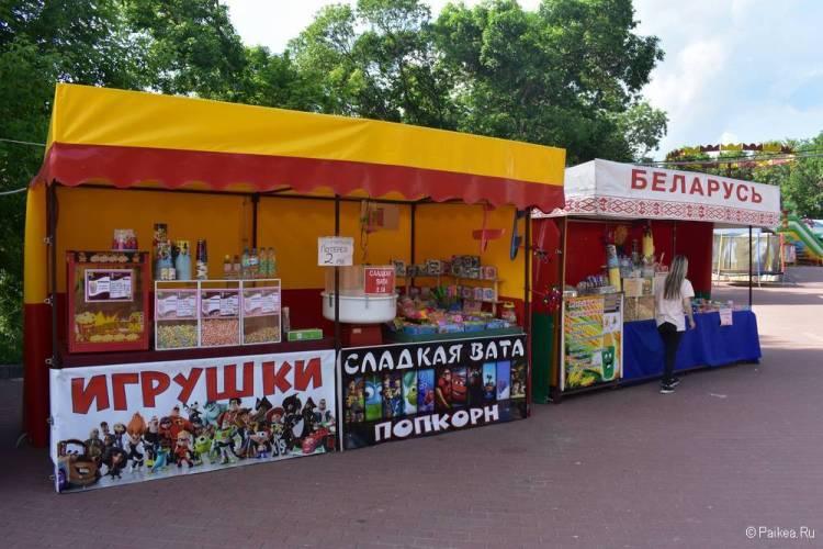 Торговые палатки в парке Победителей, Витебск