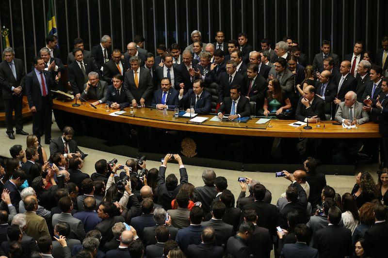 Deputados tomam posse e se preparam para eleger a nova Mesa da Câmara, são sete candidatos