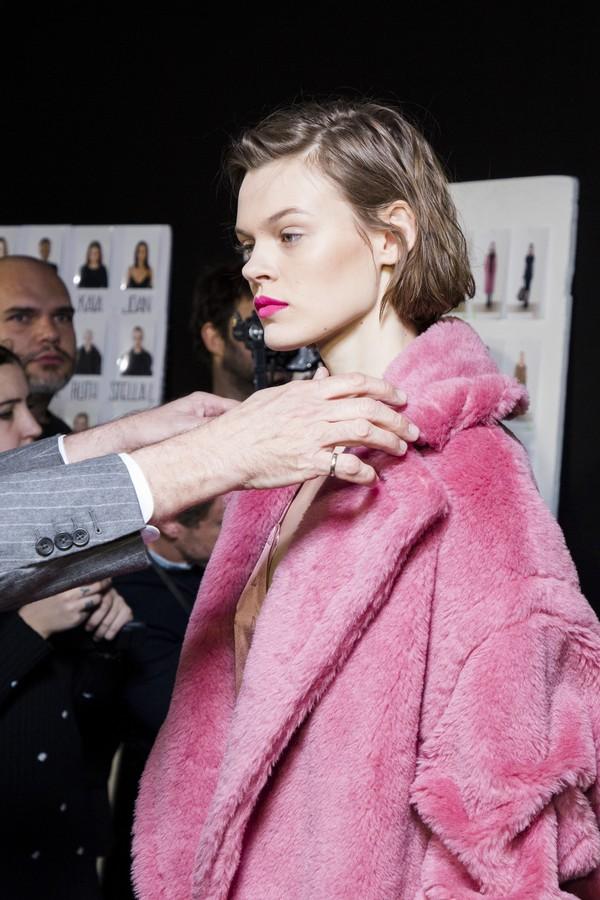 Sombra da Barbie, cabelo com cara de pressa… As trends de beleza de Milão